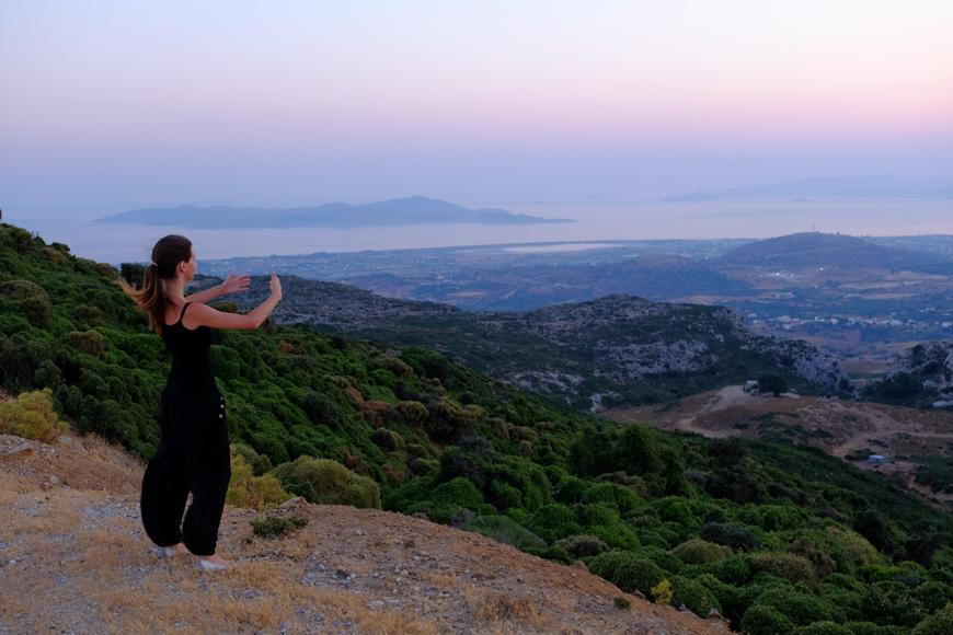 вечерняя медитация в горах