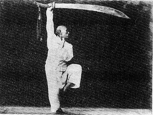 Фотография мастера багуа с мечом багуадао