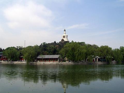 пагода Бай-та из белого ракушечника