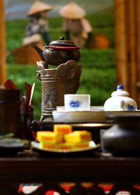 Чайник и чашки для чайной церемонии