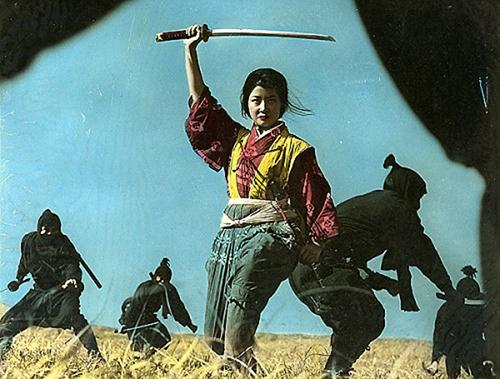 Фотография женщины ниндзя