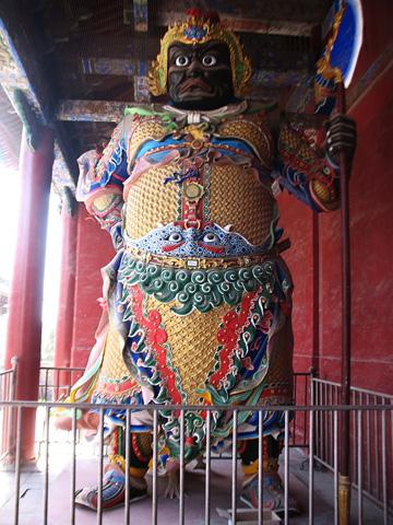 Фотография статуй даоских великанов