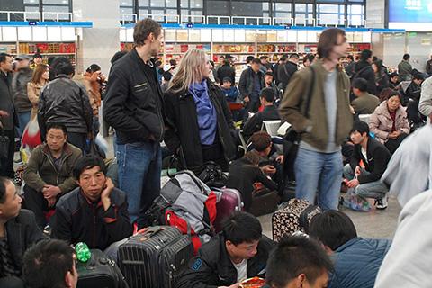 Фотография зала ожидания вокзала в Пекине