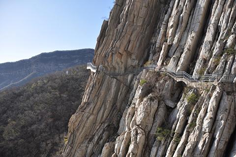 Фотография лестницы в горах ведущая в Суншань