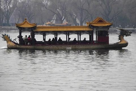 Лодка в форме дракона