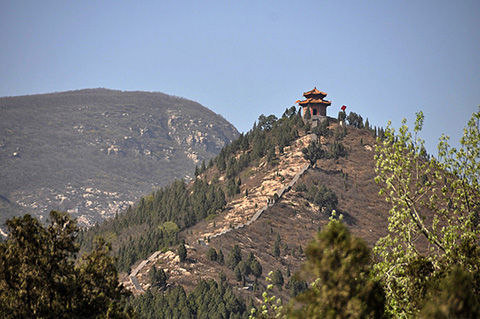 Фотография пагоды на высокой горе