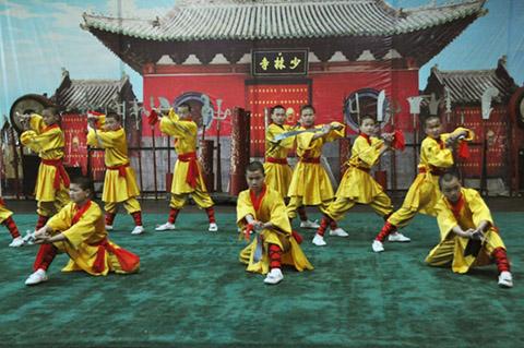 Фотография выступления шаолиньских учеников