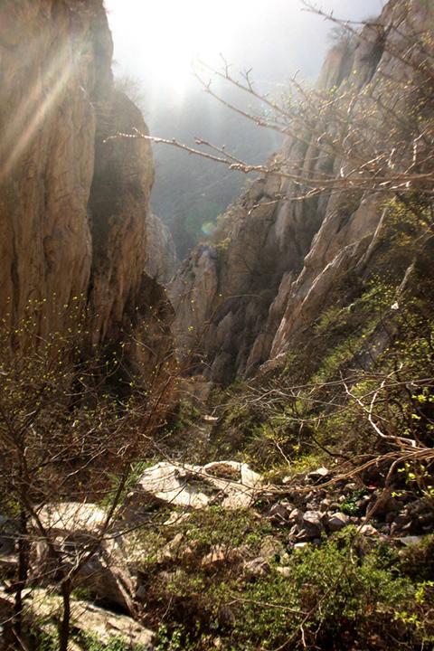 Фотография ущелья в горах около Суншань