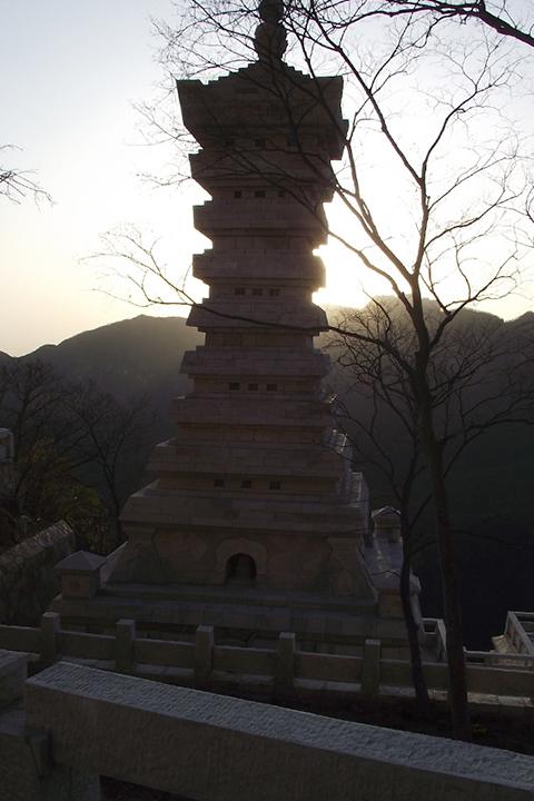 Фотография входа в монастырь Суншань