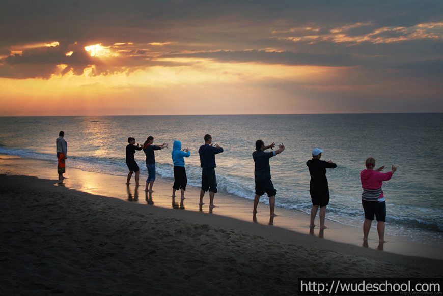 медитация на берегу моря, оздоровительный отдых с wudeschool