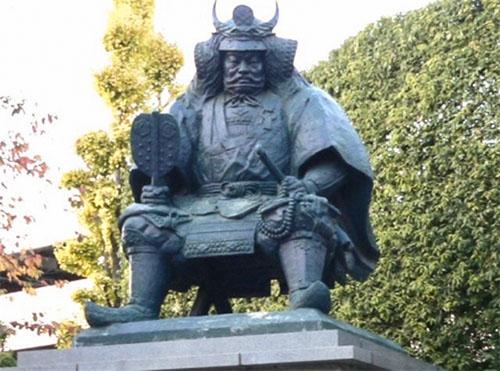 Фотография статуи Такеды