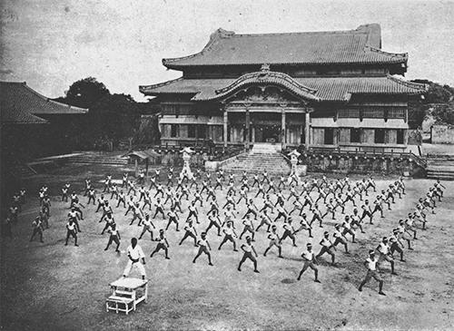 Фотография тренировка по карате в Окинаве