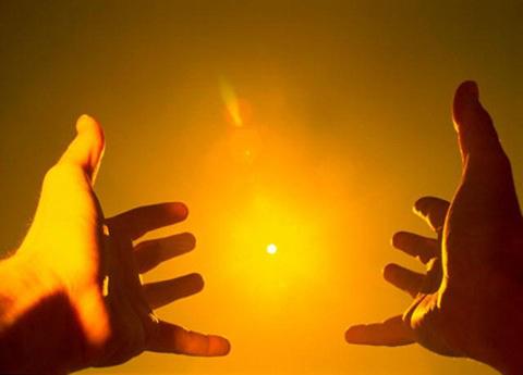 Руки протянутые солнцу, энергия ци