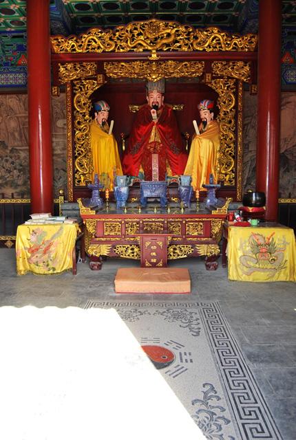 Фотография алтаря в китайском храме